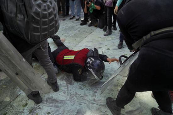 اشتباكات عنيفة بين المتظاهرات والشرطة فى المكسيك