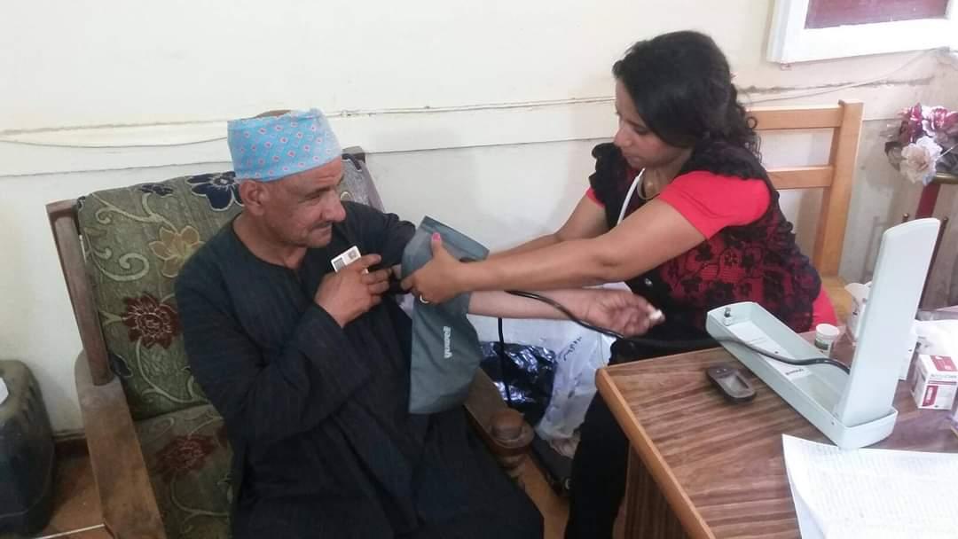 مبادرة 100مليون صحة تجوب مراكز منفلوط وأبوتيج  (1)