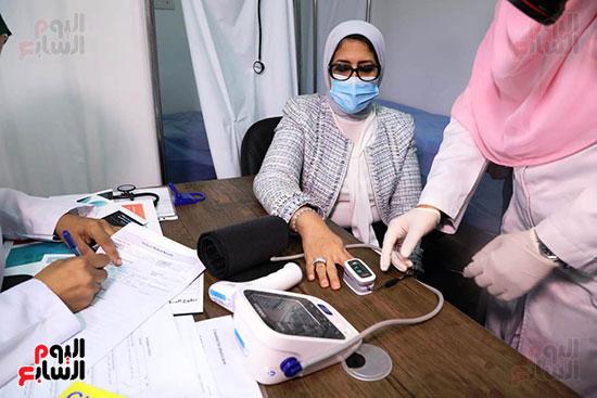 وزيرة الصحة خلال المشاركة بالتجارب السريرية  (9)