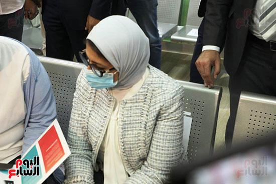 وزيرة الصحة خلال المشاركة بالتجارب السريرية  (3)