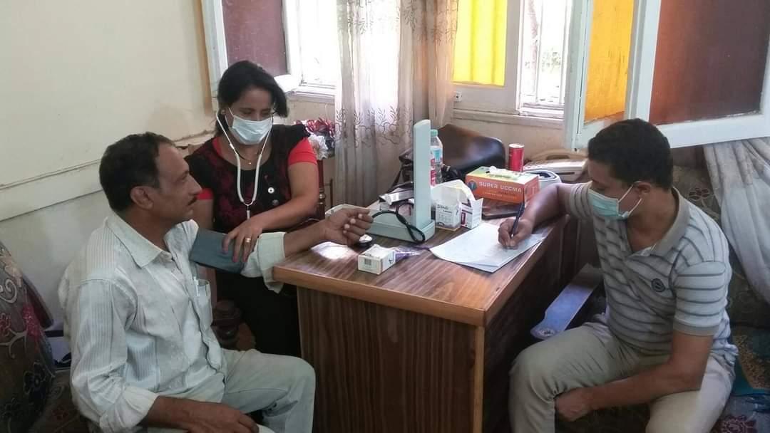 مبادرة 100مليون صحة تجوب مراكز منفلوط وأبوتيج  (3)