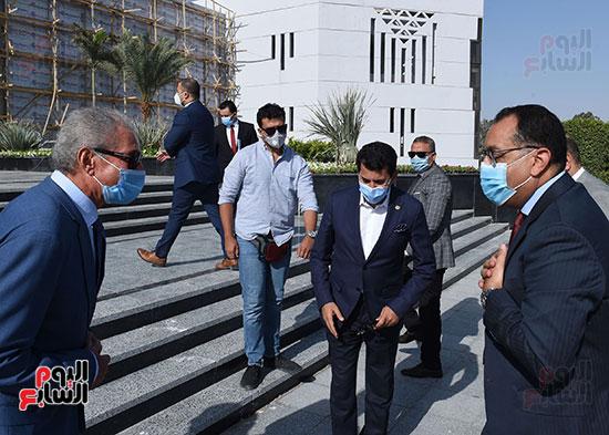 أعمال تطوير مجمع الصالات المغطاة باستاد القاهرة الدولى (1)