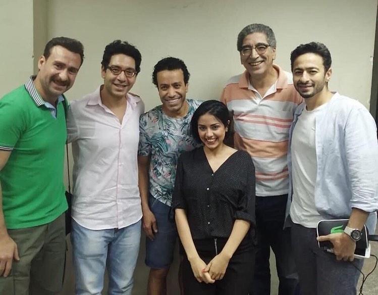 جانب من زيارة حمادة هلال ونضال الشافعي أسرة العرض المسرحي المتفائل