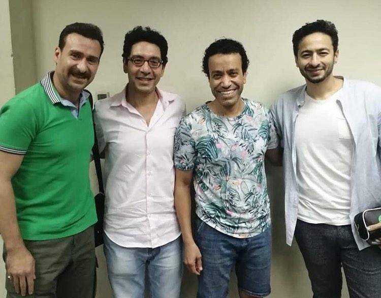 حمادة هلال ونضال الشافعي يزوران أسرة العرض المسرحي المتفائل