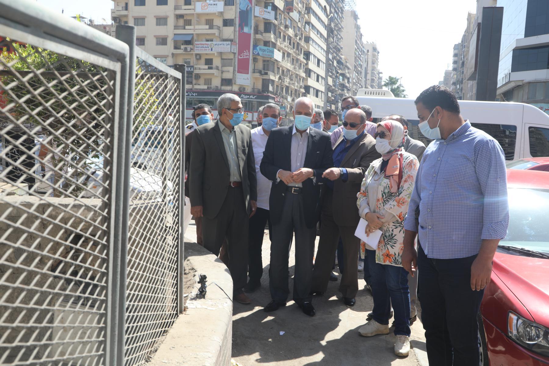 اللواء أحمد راشد محافظ الجيزة يتابع حالة النظافة بالشوارع (1)