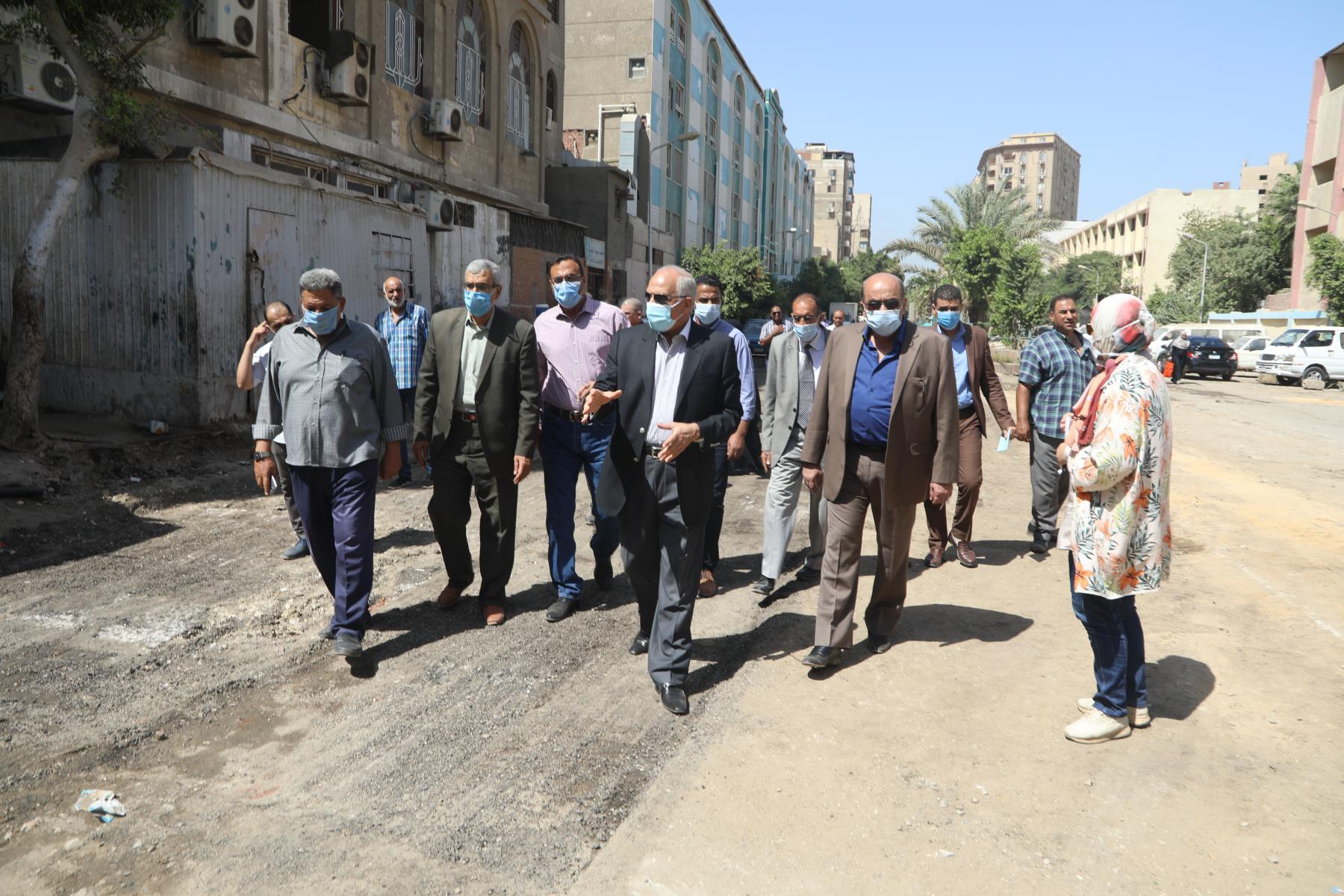 اللواء أحمد راشد محافظ الجيزة يتابع حالة النظافة بالشوارع (2)