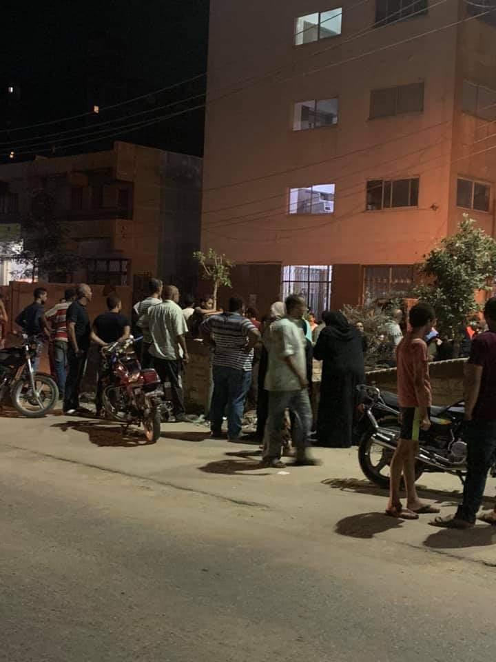 تجمع أسرة المجنى أمام مشرحة مستشفى منيا القمح (2)
