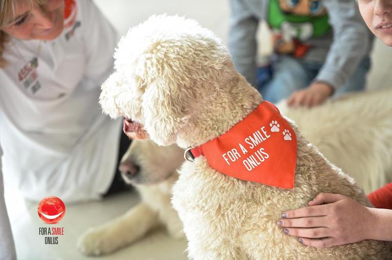 133-221003-corona-virus-schools-italy-dog-therapy-4