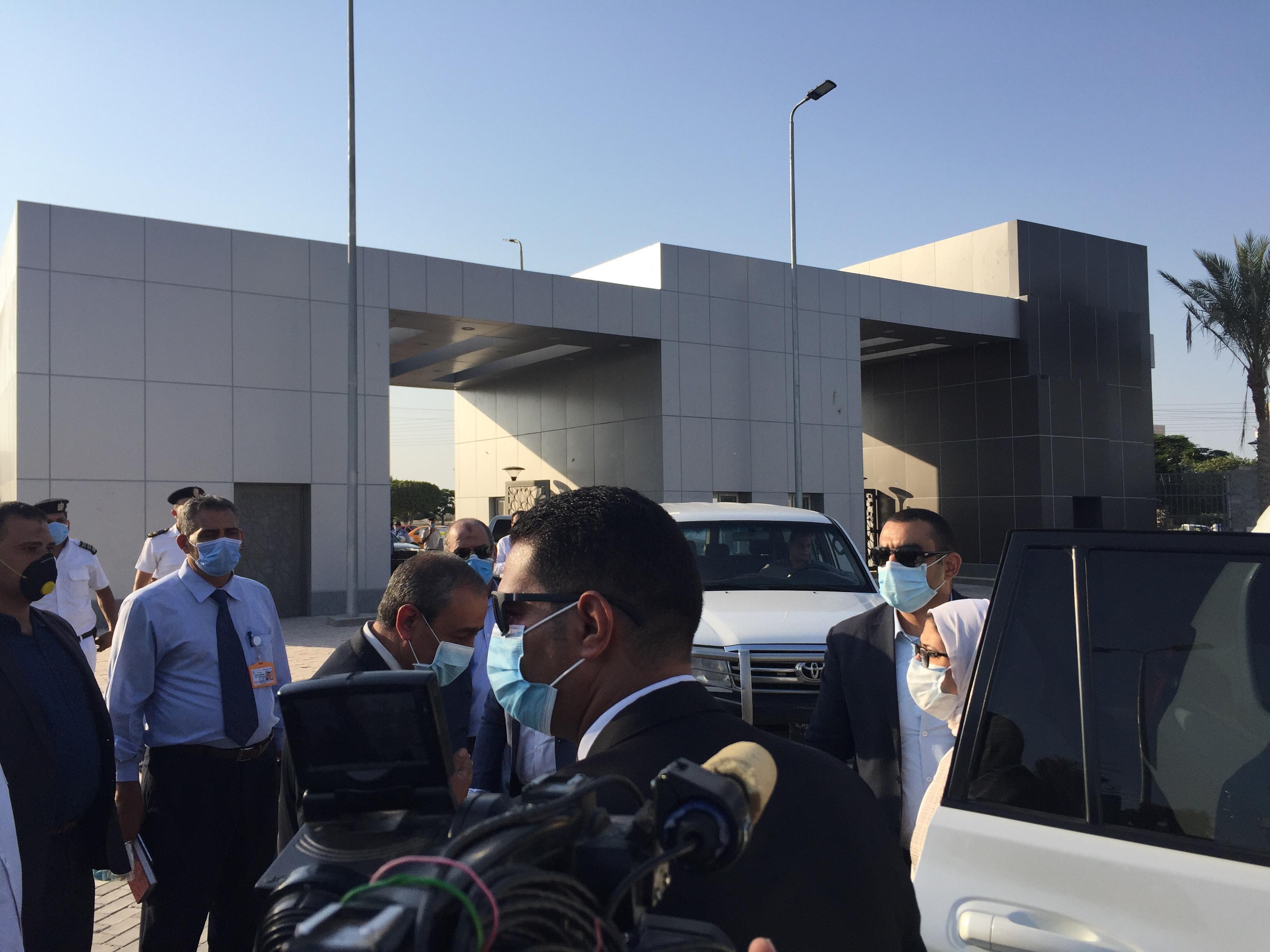 وزيرة الصحة تتفقد مستشفى الإسماعيلية العام  (1)