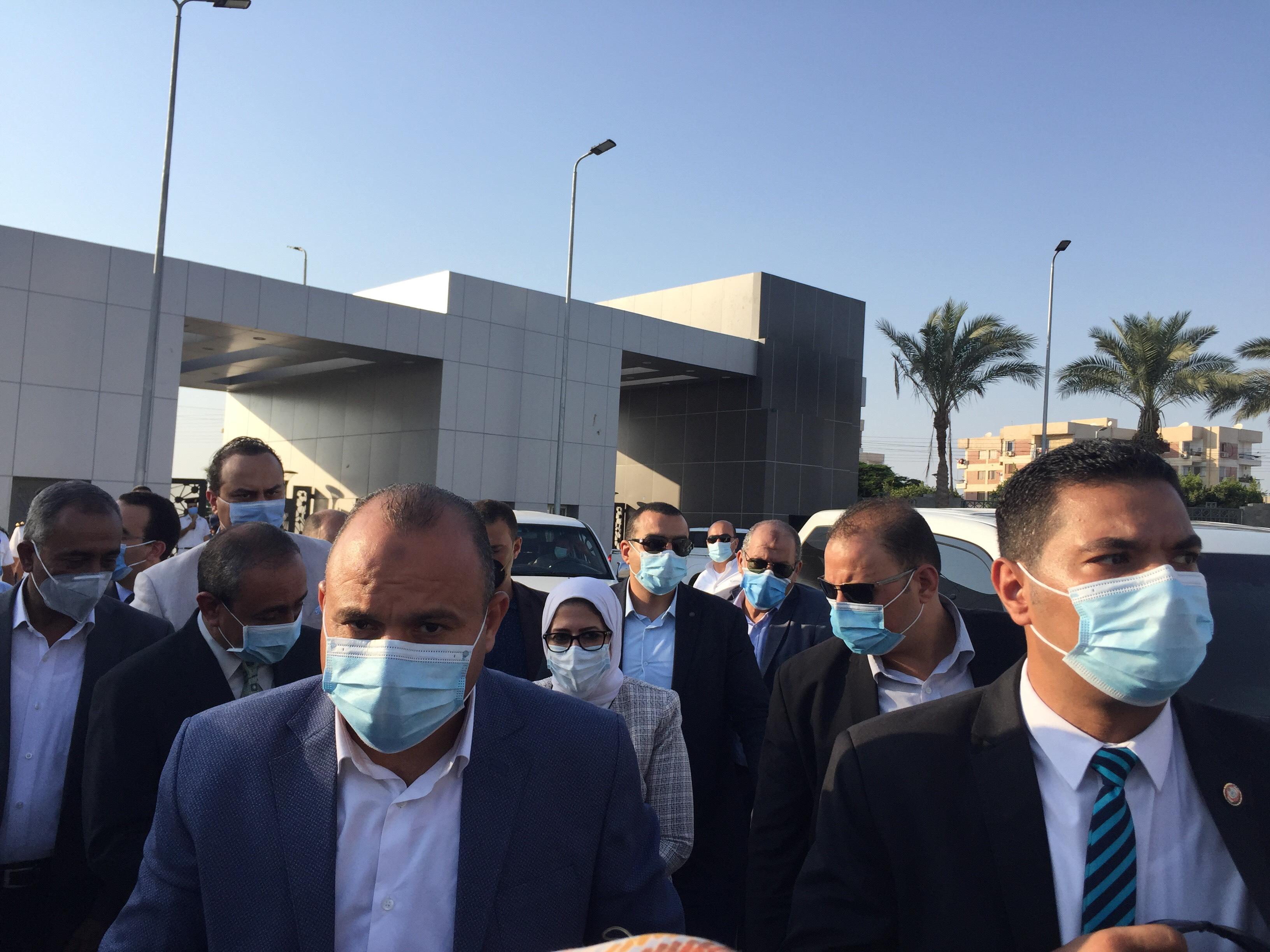 وزيرة الصحة تتفقد مستشفى الإسماعيلية العام (5)