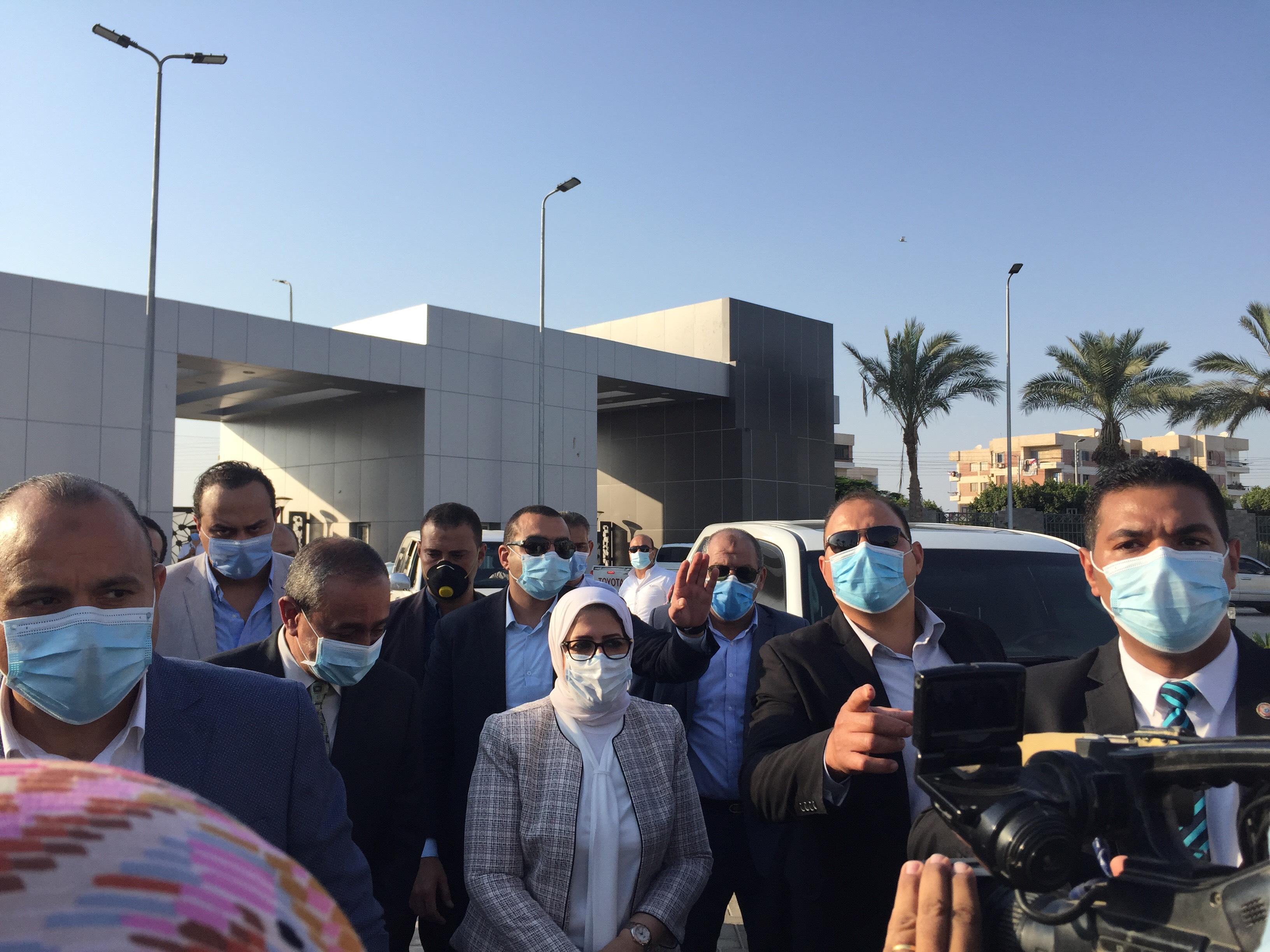 وزيرة الصحة تتفقد مستشفى الإسماعيلية العام  (6)