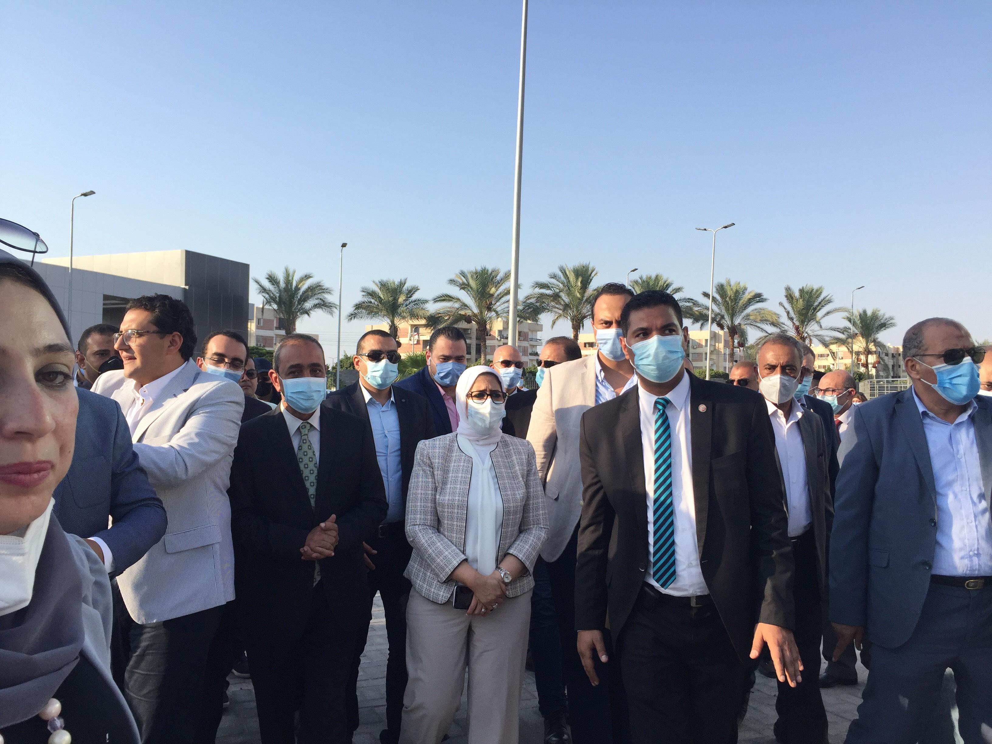 وزيرة الصحة تتفقد مستشفى الإسماعيلية العام  (7)
