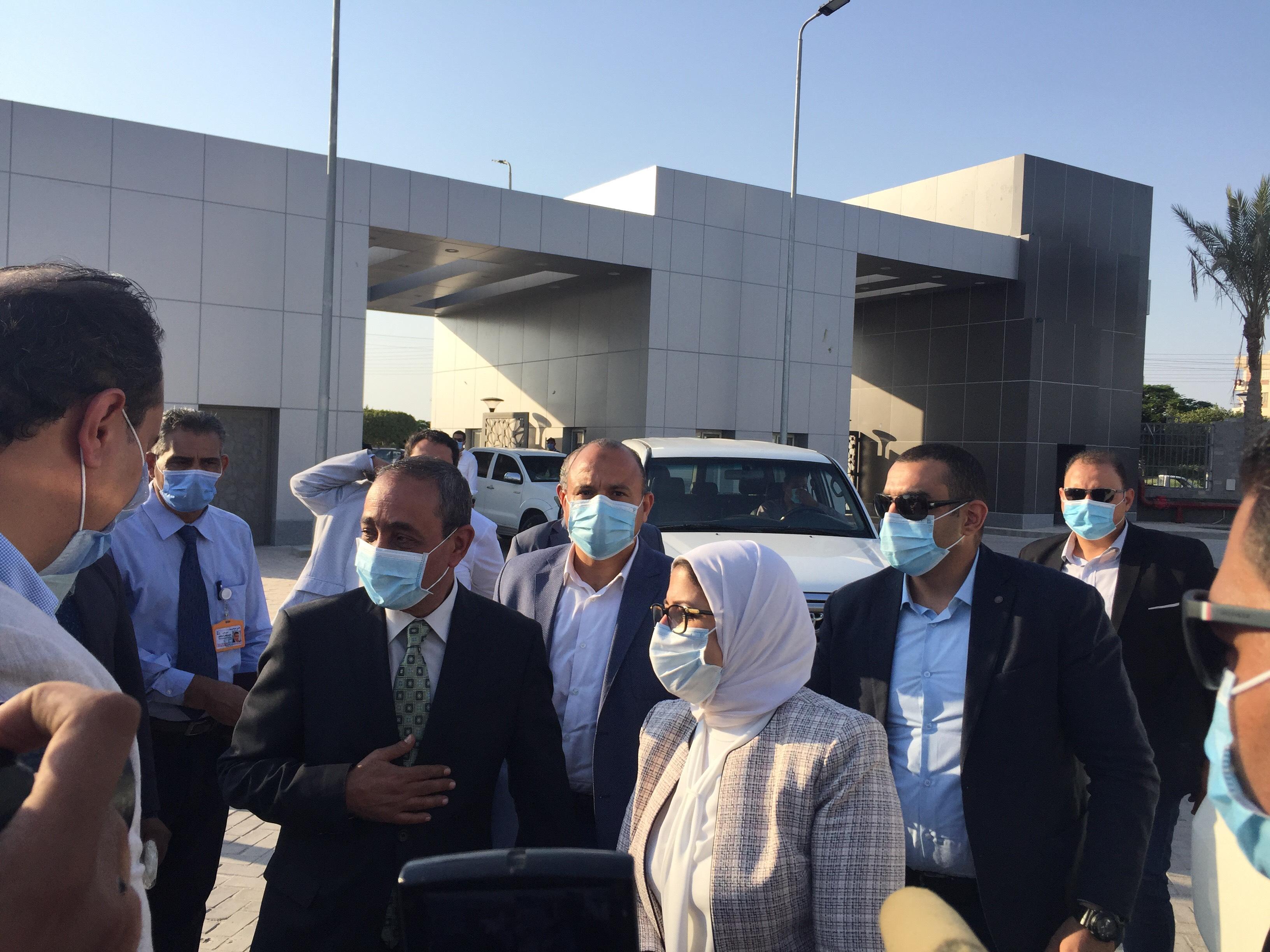 وزيرة الصحة تتفقد مستشفى الإسماعيلية العام (4)