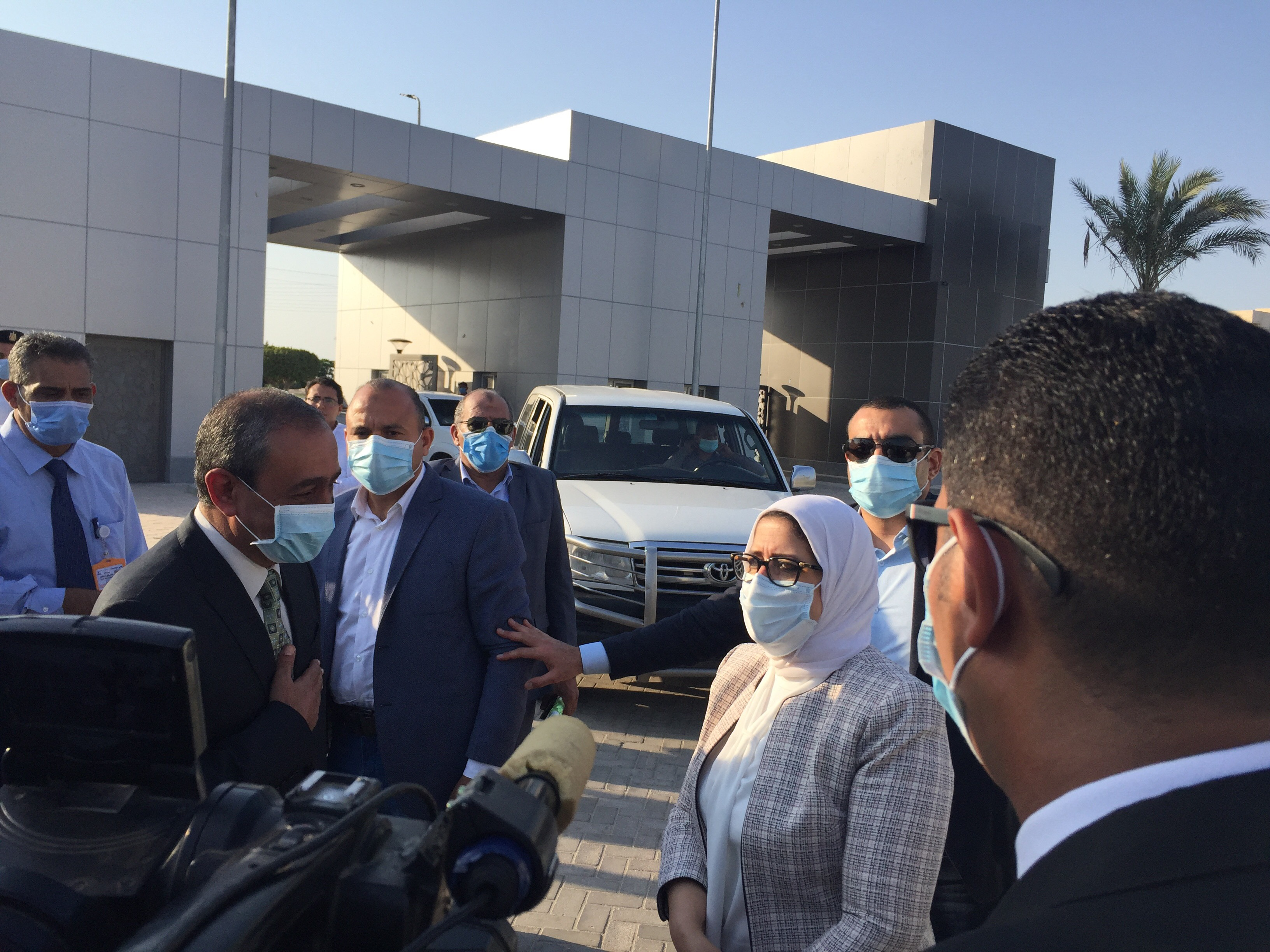 وزيرة الصحة تتفقد مستشفى الإسماعيلية العام (2)