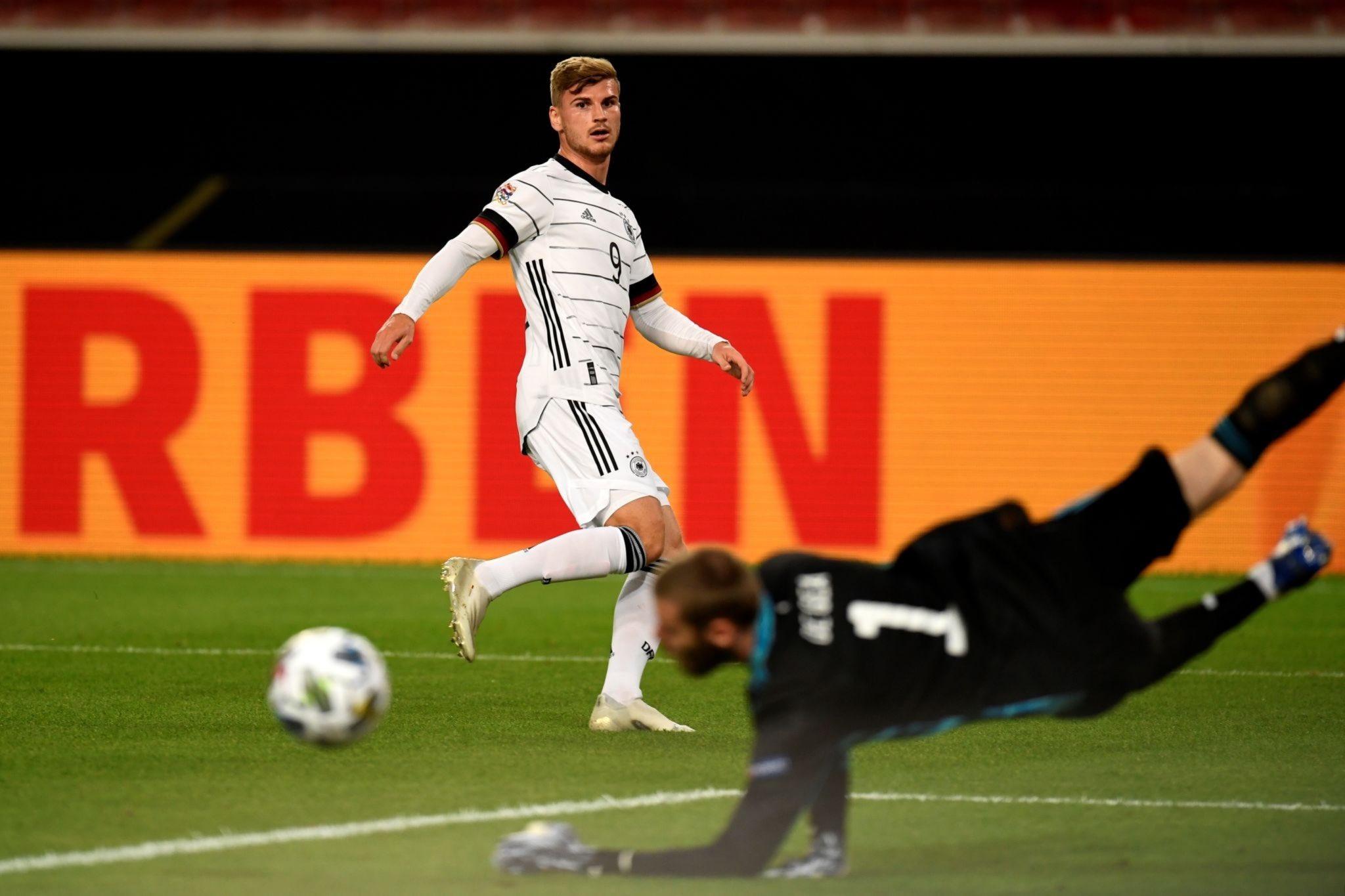 دى خيا يتصدى لإحدى فرص ألمانيا