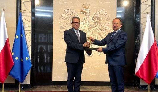 لقاء رسمي خلال زيارة وزير السياحة إلى بولندا