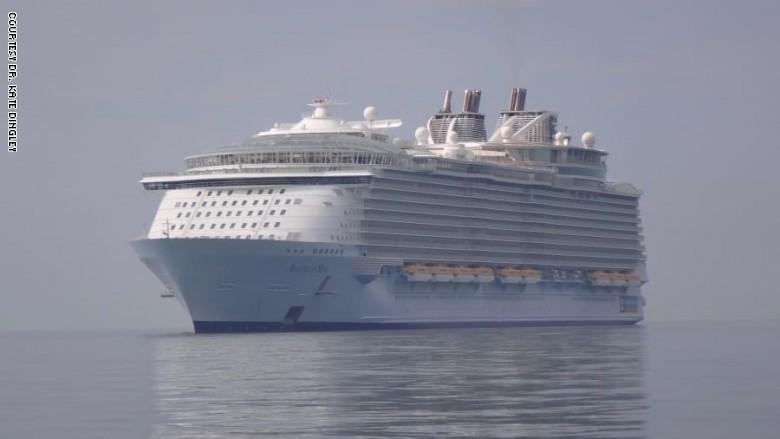 قطاع كبير من السائحين يتوقون لمشاهدة تلك السفن العملاقة بعدما توقفت عن العمل