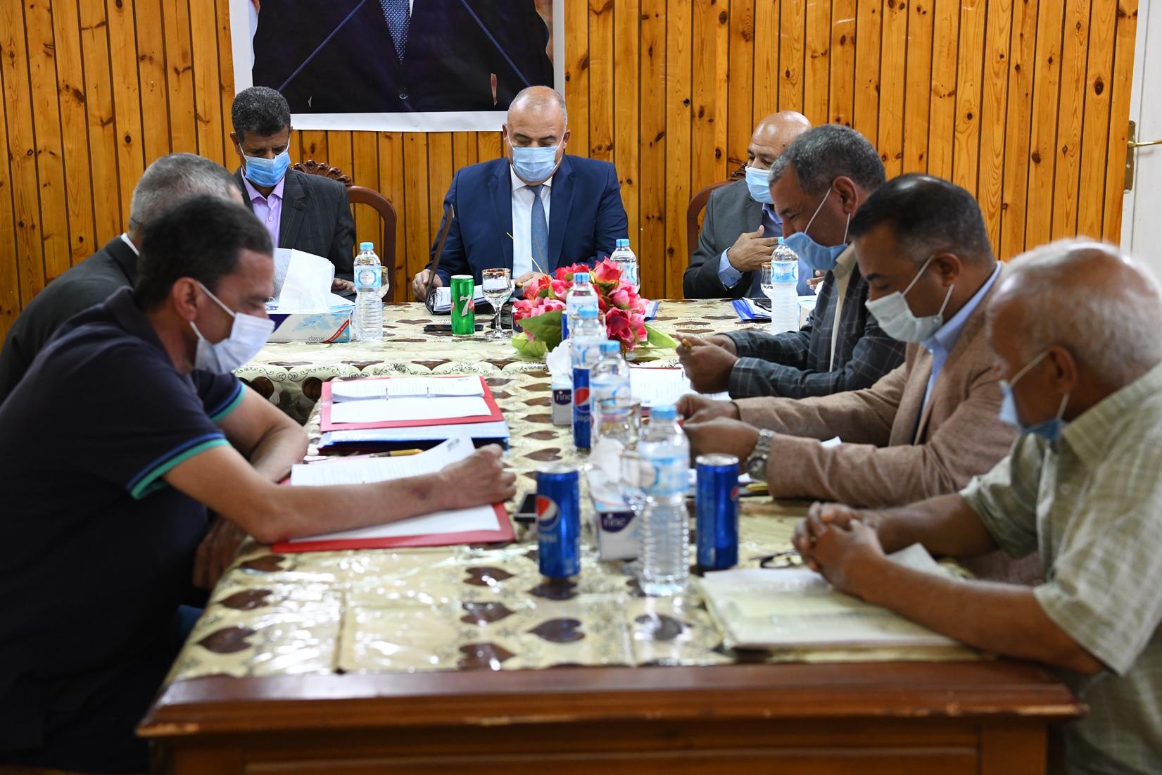 محافظ قنا يترأس إجتماع مجلس إدارة المعهد العالي للخدمة الاجتماعية (1)