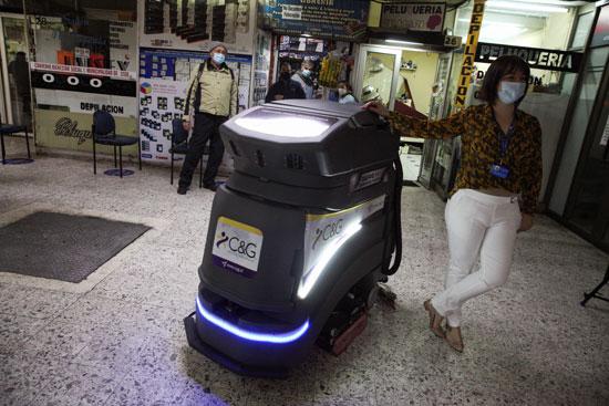 الروبوت فى شوارع تشيلى