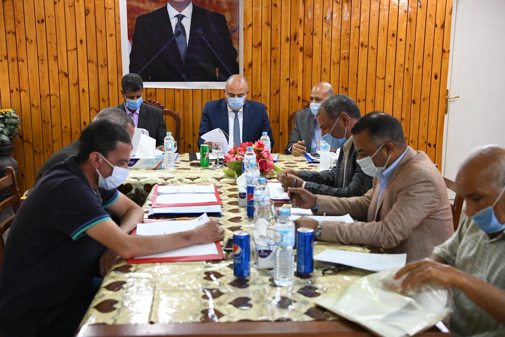 محافظ قنا يترأس إجتماع مجلس إدارة المعهد العالي للخدمة الاجتماعية (3)