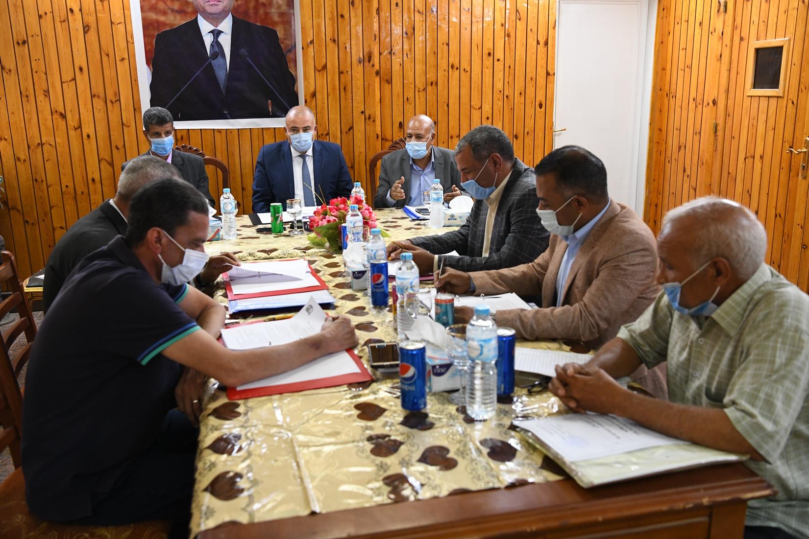 محافظ قنا يترأس إجتماع مجلس إدارة المعهد العالي للخدمة الاجتماعية (4)