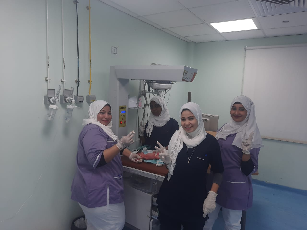 أطباء مستشفى الأقصر العام يجرون ولادة طبيعية لـ4 توائم بنجاح كبير (3)