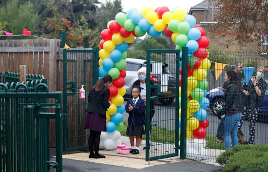 مدرسة بريطانية تستقبل طلابها