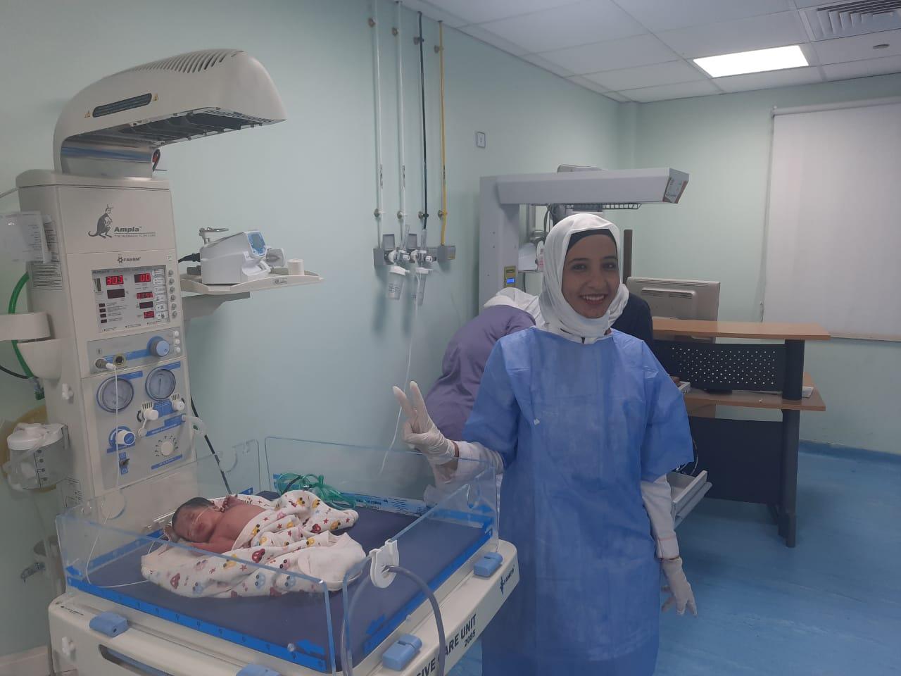 أطباء مستشفى الأقصر العام يجرون ولادة طبيعية لـ4 توائم بنجاح كبير (1)