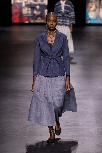 عرض Christian Dior بأسبوع موضة باريس
