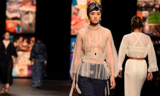 عرض أزياء Christian Dior بأسبوع موضة باريس