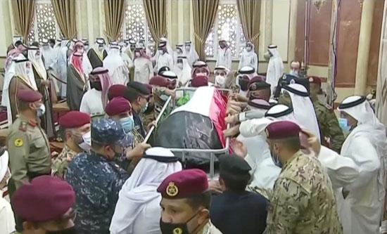 جثمان الشيخ صباح الأحمد قبل دفنه