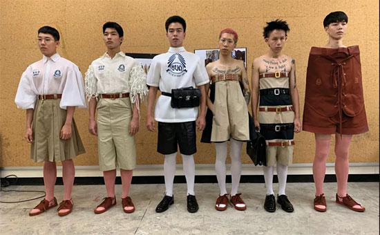 ارتداء ازياء غريبة فى المدارس