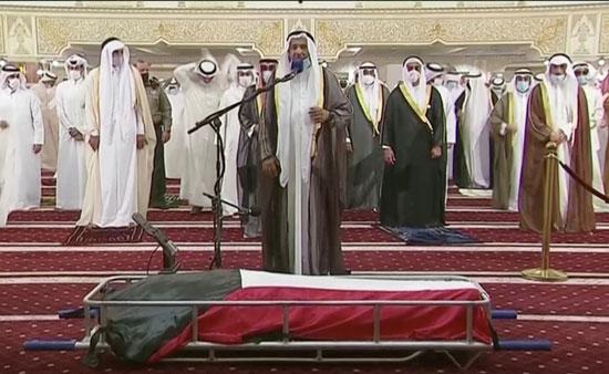 صلاة الجنازة على جثمان أمير الكويت