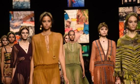 عرض أزياء Christian Dior بأسبوع الموضة في باريس