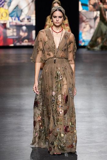 إطلالة من Christian Dior