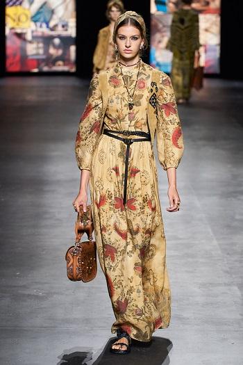 إحدى إطلالات Christian Dior
