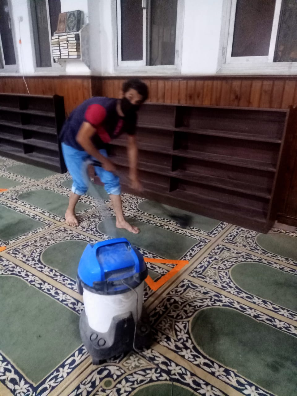 أوقاف الإسكندرية تواصل تعقيم وتطهير المساجد قبل صلاة الجمعة (3)