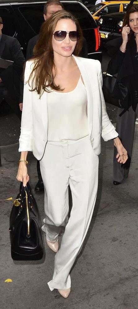 انجلينا جولي باطلالة بيضاء
