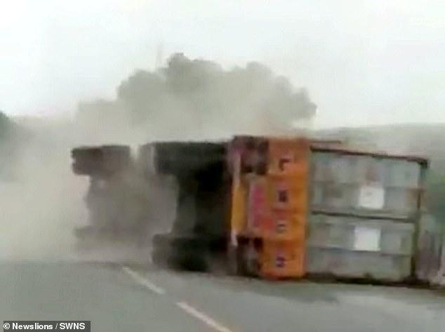 الشاحنة بعد الحادث