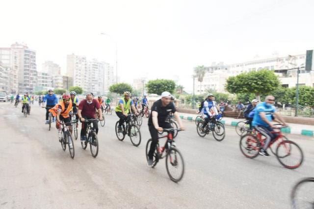 وزير الشباب الرياضة ومحافظ الشرقية يقودان ماراثون دراجات (4)