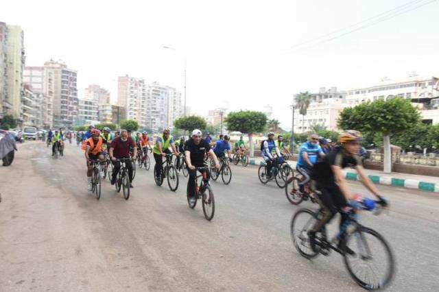 وزير الشباب الرياضة ومحافظ الشرقية يقودان ماراثون دراجات (5)