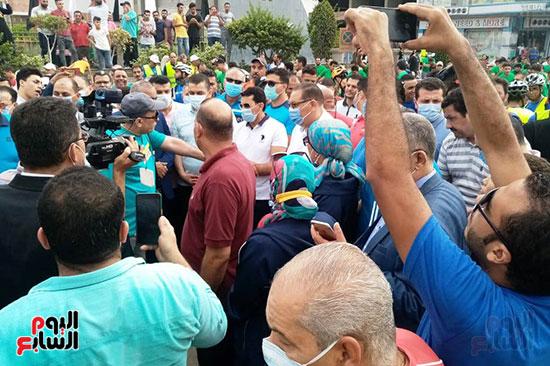 أشرف صبحي يؤكد الحرص على الإجراءات الاحترازية بمهرجانات الدراجات (1)