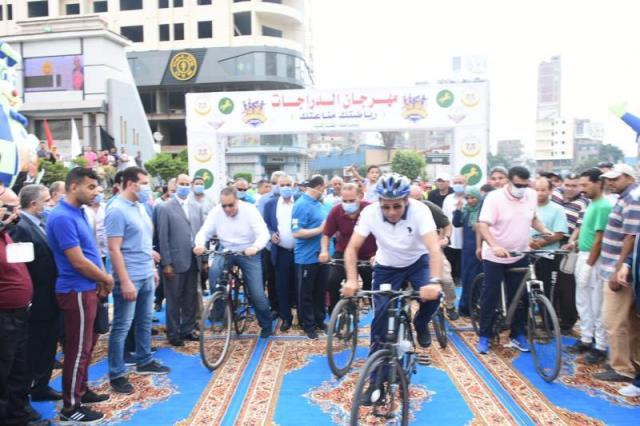 وزير الشباب الرياضة ومحافظ الشرقية يقودان ماراثون دراجات (3)