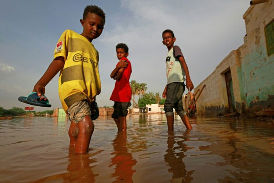 أطفال السودان يواجهون السيول