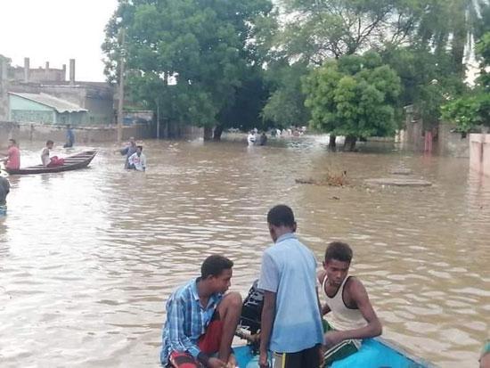 انهيار الآف المنزل بسبب الفيضان