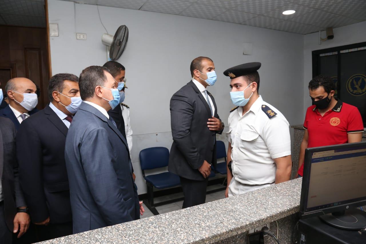 وزير الداخلية يتفقد الحالة الأمنية بالقاهرة والجيزة  (4)