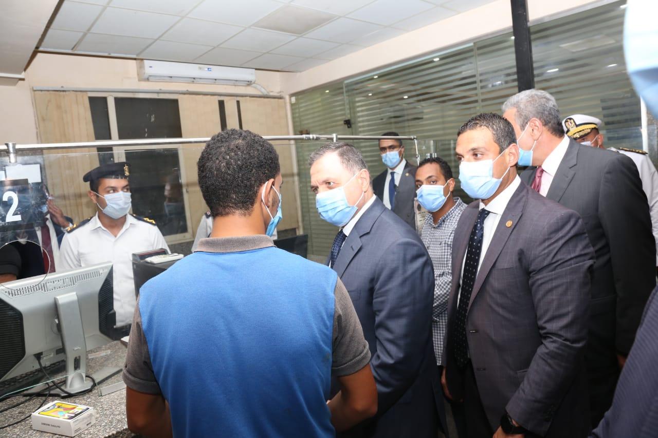 وزير الداخلية يتفقد الحالة الأمنية بالقاهرة والجيزة  (3)