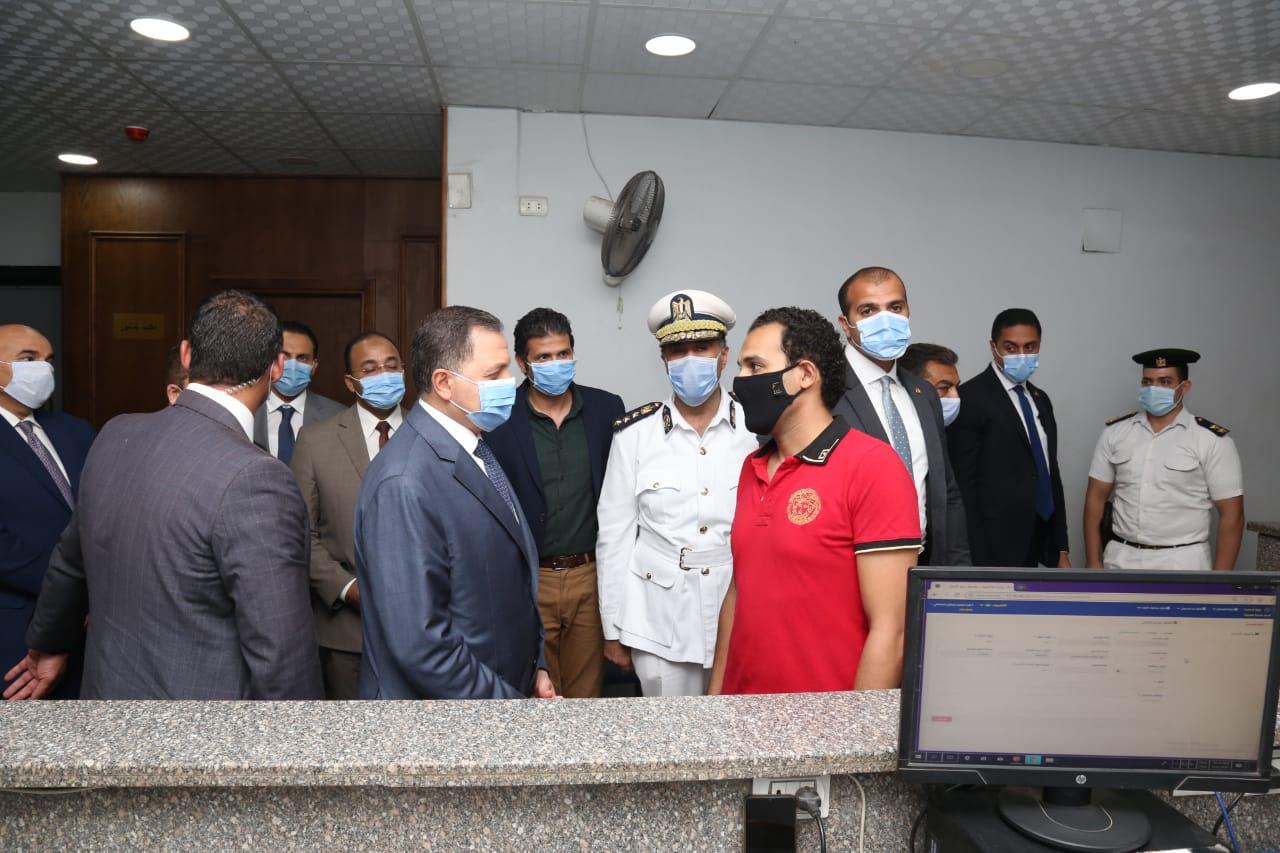 وزير الداخلية يتفقد الحالة الأمنية بالقاهرة والجيزة  (2)