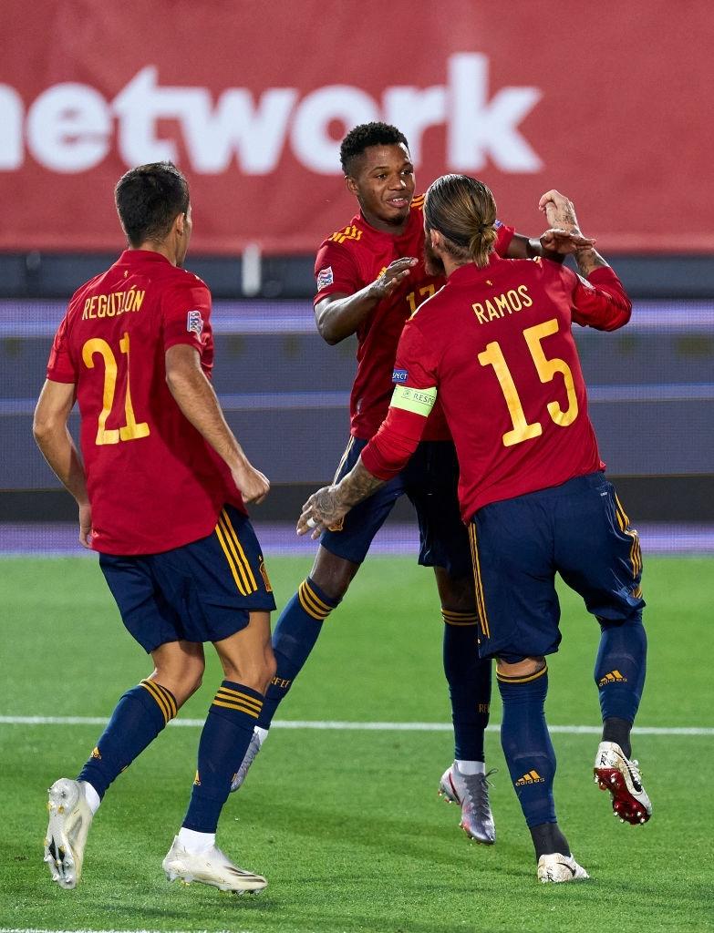 سعادة لاعبى اسبانيا