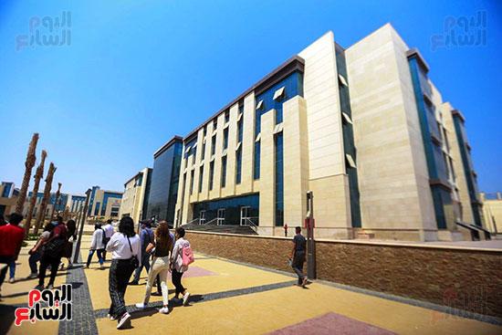 زيارة وزير التعليم العالى لجامعة الجلاللة (24)